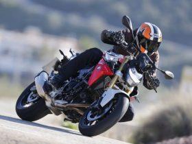 【BMW新型「F900R」海外試乗インプレ速報】スポーツ純度アップでワンクラス上の走りに進化