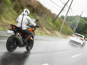 【KTM 1290アドベンチャーS 試乗インプレ】自然なフィーリングで自動追尾してくれる!「ACC」で高速ツーリングがさらに安全快適に